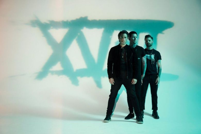 Eighteen Visions - 1_preview